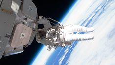 Provate, restando seduti al vostro computer, l'ebrezza di aggirarvi nel cosmo. Guardando in basso vedrete la terra galleggiare sotto di voi. Basta un colpo di mouse, ed ecco la stazione spaziale a un passo. Le riprese senza precedenti sono state realizzate da due cosmonauti russi, grazie alla collaborazione di Roscosmos e RT