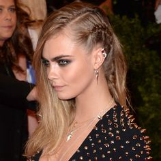 Cara, One side row Cheveux Lagertha, Lagertha Hair, Cara Delevingne, Messy Hairstyles, Wedding Hairstyles, Belle Hairstyle, Hair Reference, Hair Shows, Bridal Hair