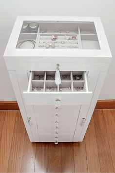 New Ideas bedroom furniture wardrobe drawers Bedroom Furniture, Bedroom Decor, Bedroom Ideas, Wardrobe Drawers, Vanity Room, Cute Room Decor, Closet Designs, Beauty Room, Walk In Closet