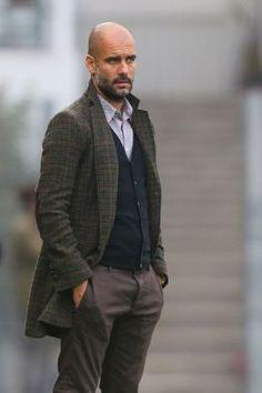 Pep Guardiola style - being bald is serious business. Bald Head With Beard, Bald Man, Pep Guardiola Style, Bald Men Style, Style Men, Men's Style, Look Man, Mature Men, Men Street