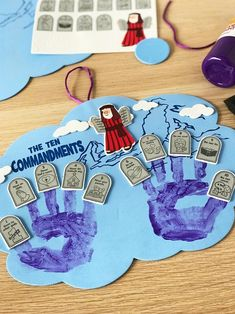 Inspire kids with these 4 Sunday School lessons complete with crafts kids will love! They teach the books of the Bible and God's love, including simple crafts kids can make from preschool through elementary. Bible Activities For Kids, Bible Crafts For Kids, Preschool Bible, Bible Lessons For Kids, Preschool Crafts, Primary Lessons, Sunday School Crafts For Kids, Bible School Crafts, Sunday School Activities