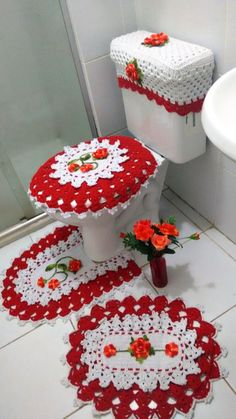 Jogo banheiro Vermelho e branco Artesã: Ivana Guimarães