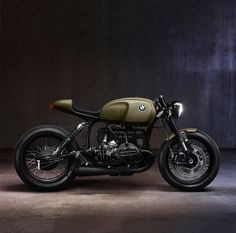 Generally, there isn't anything particularly novel about building a stylish café racer out of a classic BMW motorcycle. But if you can get a current BMW Bmw Cafe Racer, Estilo Cafe Racer, Cafe Racer Style, Moto Cafe, Cafe Bike, Cafe Racer Motorcycle, Motorcycle Design, Women Motorcycle, Motorcycle Helmets