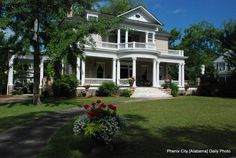 southern home-every good porch should wrap around. Another good retirement home idea.