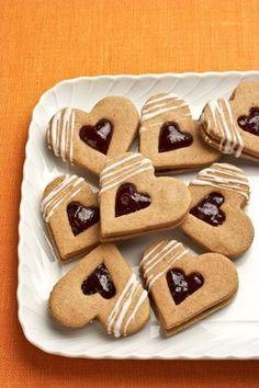 Kořeněná perníková srdíčka Eid Sweets, Something Sweet, Good Mood, Gingerbread Cookies, Cookie Recipes, Food And Drink, Baking, Desserts, Christmas