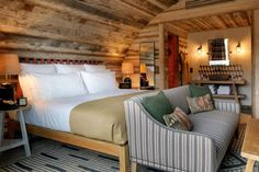 Soho Farmhouse's Piglet cabins are another reason to escape London — British GQ – Farmhouse interior livingroom Soho House Farmhouse, Soho Farmhouse Interiors, Modern Farmhouse Bathroom, Farmhouse Bed, Living Room Decor Inspiration, Living Room Interior, Home And Living, Interior Architecture, Lifestyle