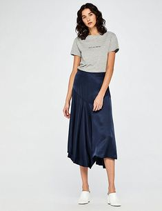 T-Shirt grigia da donna con scritta su Amazon Midi Skirt, Amazon, Skirts, Fashion, Moda, Amazons, Riding Habit, Fashion Styles, Skirt