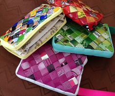 17 best images about fletterier wrapper purses Recycled Magazine Crafts, Recycled Magazines, Recycled Crafts, Diy And Crafts, Candy Wrapper Purse, Candy Wrappers, Candy Bags, Newspaper Bags, Paper Chains