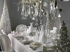 Pour Noël et le réveillon du 31, la table des festivités est la reine de la soirée ! D'un rouge vif ou d'un blanc éclatant, d'un total look noir ou doré, accessoirisée au maximum ou d'une franche sobriété, elle doit laisser un souvenir impérissable à vos invités. Découvrez notre...