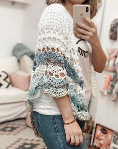 Crochet Poncho Patterns, Crochet Scarves, Crochet Shawl, Free Crochet, Knit Crochet, Crochet Needles, Knitting, How To Wear, Women