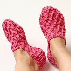 Listing for the Knitting PATTERN only. This is a Knitting PATTERN Pink Home Slippers. The slippers knittedon two needles. Price is only for the pattern and not for the finished slippers! This pattern made for size US – UK- Materials: Crochet Hooks, Knit Crochet, Learn How To Knit, Bind Off, Shoe Pattern, Knitting Socks, Knit Socks, Knitted Slippers, Yarn Needle