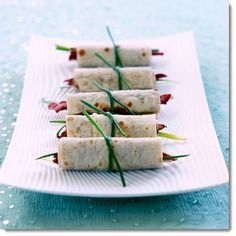Peking Duck Pancakes With Plum Sauce - http://foodmenuideas.blogspot.com/2013/10/peking-duck-pancakes-with-plum-sauce.html