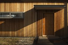 Timber cladding, box window Wakatipu Guest House / Team Green Architects