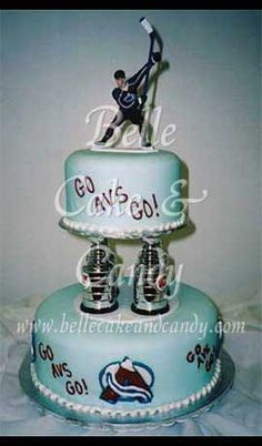 Awesome Colorado Avalanche cake! Hockey fan wedding? Yes please