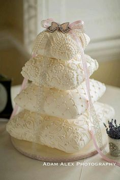 divine wedding cake by http://www.elizabethscakeemporium.com/