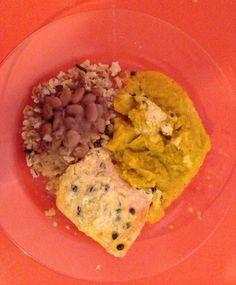 Congelado clínica + guarnição manu no trabalho (para complementar a proteína, boto duas fatias de peito de peru na salada).