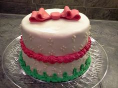 Occasional cake. Use of home-made fondant and piping.