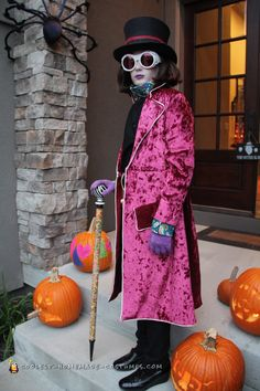 Awesome DIY Costume - Exact Replica of Willy Wonka My son loves movies and wanted to be Willy Wonka (Johnny Depp). I used crushed velvet for the coat, lined it with satin. I have never made a coat befo. Willy Wonka Halloween Costume, Halloween Costume Winners, Most Creative Halloween Costumes, Halloween Parade, Homemade Halloween Costumes, Diy Costumes, Halloween Recipe, Women Halloween, Halloween Projects
