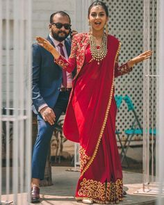 Every Wednesday, in our #AskUsAnythingWeddings session on Instagram, a lot of you have been asking us how to style a traditional saree with a contemporary touch. So, to get you out of all the stress of giving your mom's age-old saree a modern touch, we bring some quirky ideas for you to style your t Saree Draping Styles, Saree Styles, Indian Designer Outfits, Designer Dresses, Indian Outfits Modern, Indian Fashion Trends, Indian Bridal Fashion, Mode Bollywood, Saree Jacket Designs
