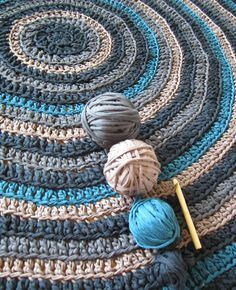 I had a vacation, which was efficiently used for crochet purposes in the sunshine. The simple pattern to get flat carpet works like this: 1 dc into each, through back loop only, except: 1st ...