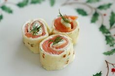 Savoring Time in the Kitchen: Salmon Pinwheels ~ A Lovely Holiday Appetizer appetierz crowd pleasers appetierz for kids New Year's Snacks, Party Snacks, Pinwheel Appetizers, Holiday Appetizers, Wraps, Salmon Pinwheels, Tortilla Pinwheels, Salsa, Sandwiches