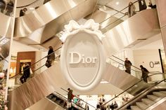 Dior Christmas Window Display at Printemps in Paris ~ The Cherry Blossom Girl Cherry Blossom Girl, Christmas Window Display, Miss Dior, Cute Pins, Window Design, Baby Decor, Christmas And New Year, Decoration, Luxury Lifestyle