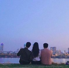 Images and videos of three friends Korean Best Friends, Three Best Friends, Boy And Girl Best Friends, Cute Friends, Best Friend Goals, Style Ulzzang, Mode Ulzzang, Ulzzang Boy, Best Friend Pictures