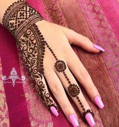 Henna hand arts on hands