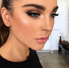 Beautiful makeup look.