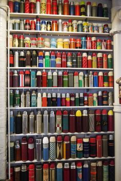 Now THAT is a thermos collection! Thermos~