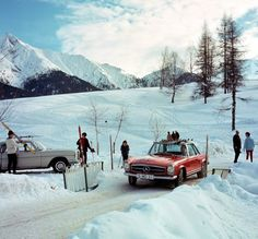 Snow by MB. Via Mercedes Enthusiast Mercedes Classic Cars, Mercedes Benz 300, Vintage Ski, Vintage Cars, Vintage Photos, Ski Posters, Rear Wheel Drive, Aesthetic Pictures, Cars And Motorcycles
