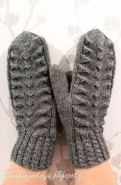 Eräänä päivänä teki mieli neuloa lapaset. Näissä harmaissa lapasissa olen kokeillut paria minulle uutta tekniikkaa; kierrejoustinta ... Mittens Pattern, Knitted Gloves, Knitting Socks, Knitting Charts, Free Knitting, Knitting Patterns, Knit Crochet, Free Crochet, Mittens
