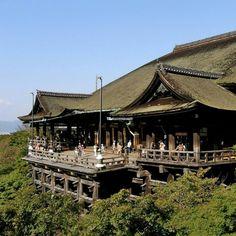 เที่ยวญี่ปุ่นสุดคุ้ม (โอซาก้า-เกียวโต-โตเกียว)  พาเที่ยวเมืองหลวงเก่า สัมผัสวัฒนธรรมญี่ปุ่นแบบดั้งเดิม ที่วัดคินคะคุจิ,วัดคิโยมิสึ,ฟูจิมิอินาริ แล้วนั่งรถไฟชินคันเซน ชมวิวสวยๆของภูเขาไฟฟูจิ  ผ่อนคลายกับการแช่น้ำแร่ออนเซ็นและอิ่มอร่อยกับขาปูยักษ์ ค่ะ ^^ ร่วมเดินทางกับเรา วันที่ 19-24 ส.ค. นี้ ราคาสุดคุ้ม เริ่มต้นเพียง 46,900 บาท/ท่าน สนใจดูทัวร์ โอซาก้า-เกียวโต-โตเกียว6วันได้แล้วที่ http://www.etravelway.com/Pkgdetail/A66-TG-HILIGHT-JAPAN-B6D4N.pdf ดูทัวร์ญี่ปุ่นทั้งหมดที่…