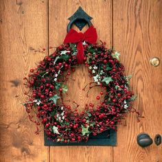 #Traditional #Christmas Berry Wreath