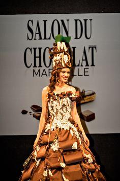 Une Création de Jacques Le Garrec et du patissier: Mr Serge Abalain pour défilé de robes sur le Salon du Chocolat de Marseille 2013.