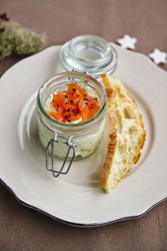 Mousse di zucchine, salmone affumicato e crostini di ciabatta