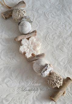 #woonaccessoires Soap Gifts, Wax Tablet, Christmas Soap, Yarn Wall Hanging, Homemade Soap Recipes, Mason Jar Diy, Diy Candles, Home Made Soap, Xmas Crafts