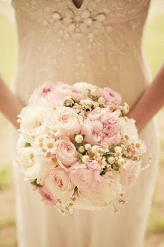Roses and daisies.  Love it so simple but still elegant
