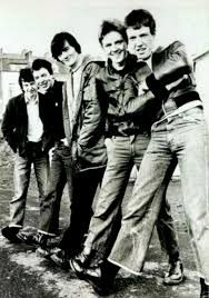 The Undertones - Mars Bars (this is such a random song lol) Silversun Pickups, Industrial Goth, Mars Bar, The Undertones, Bad Timing, Music Love, New Wave, Indie, Waves