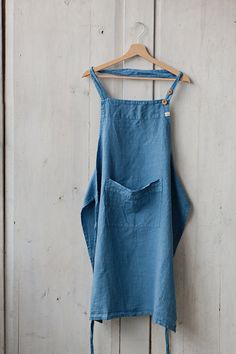 Blue Traditional Apron  High quality 100 % linen kitchen apron to help you stay beautiful and clean no matter how messy the kitchen gets! Perfect
