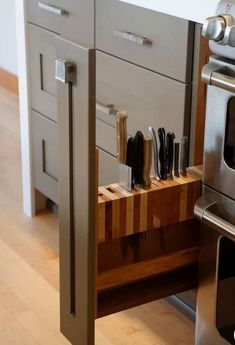 100 Brilliant Kitchen Ideas Organization On A Budget. When you don't have much space to organize, make every inch work extra hard. Coz uncluttered kitchen with plenty of storage is a dream to work i. Kitchen Island With Stove, Kitchen Island With Seating, Kitchen Islands, Island Sinks, Kitchen On A Budget, New Kitchen, Kitchen Ideas, 1950s Kitchen, Cheap Kitchen
