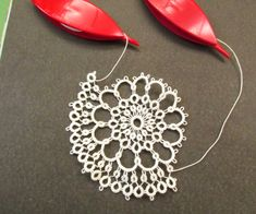 Starting the next row with a split ring – My Unique Wardrobe Needle Tatting Tutorial, Needle Tatting Patterns, Lace Patterns, Knitting Patterns, Dress Patterns, Tatting Jewelry, Tatting Lace, Needle Lace, Crafts
