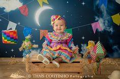 """Que bonequinha caipira mais linda essa que eu conheci hoje! Mamães, estou fazendo a Mini Sessão Junina """"Noite de São João"""" até final de… Camilla, Baby Photos, Alice, Concept, Photography, Instagram, Party Backdrops, Hillbilly Party, Photo Studio"""