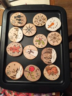 Essential things for inspirational diy rustic christmas decorations you love Wooden Christmas Decorations, Christmas Ornament Crafts, Rustic Christmas, Christmas Projects, Christmas Art, Christmas Crafts, Wood Slice Crafts, Wood Burning Crafts, Wood Burning Art