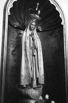 A statue of Our Lady of Fatima in Porto, Portugal.