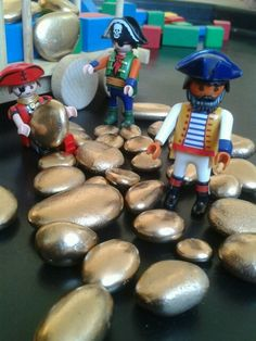Small world play - gold-rush! spray-painted stones on the tuff spot. Pirate Activities, Eyfs Activities, Activities For Kids, Pirate Day, Pirate Theme, Sensory Bins, Sensory Play, Pirate Invitations, Tuff Spot