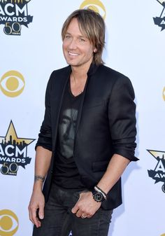 Pin for Later: Seht Taylor Swift, Nick Jonas und alle anderen Stars bei den ACM Awards Keith Urban