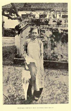 Princess Thuyen Hoa of Vietnam - Ao dai - Wikipedia, the free encyclopedia