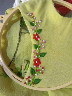 Bead Embroidery Tutorial, Hand Embroidery Patterns Flowers, Basic Embroidery Stitches, Hand Embroidery Videos, Hand Embroidery Flowers, Hand Work Embroidery, Flower Embroidery Designs, Creative Embroidery, Embroidery Motifs