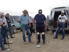 Prospecting & Metal Detecting Club. Demonstrating how to use a detector. Boondocking on BLM ground around Quartzsite Az